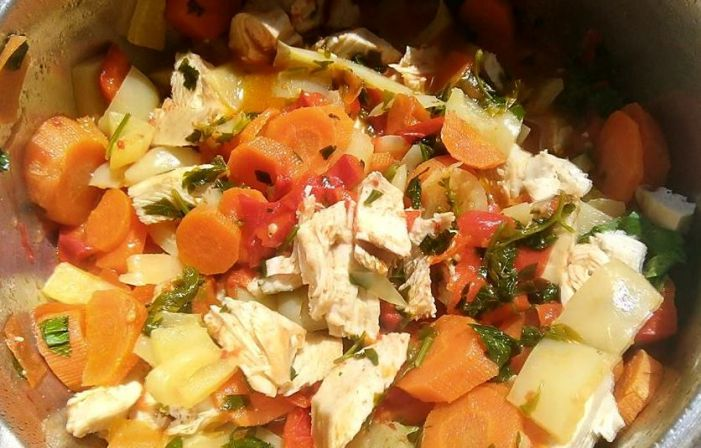 Mancare de legume și piept de pui - o rețetă potrivită în dieta FODMAP