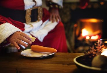Obiceiuri de Moş Nicolae peste tot în lume - de la tradiţia cadourilor şi a  nuieluşei până la superstiţii despre vreme şi noroc